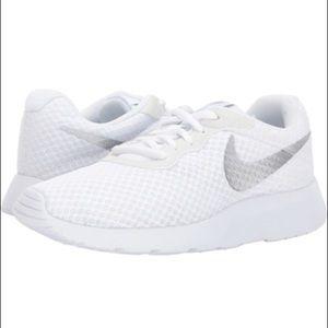 Nike Tanjun Run sneakers